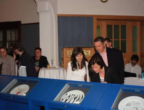 Versteigerung 2009 – Premiere der Promi-Teller in der Villa Esche